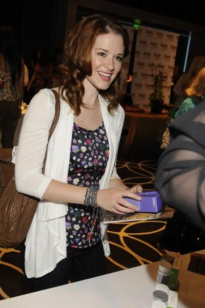 http://whatsupusana.com/wp-content/uploads/2011/06/Sarah-Drew.jpg