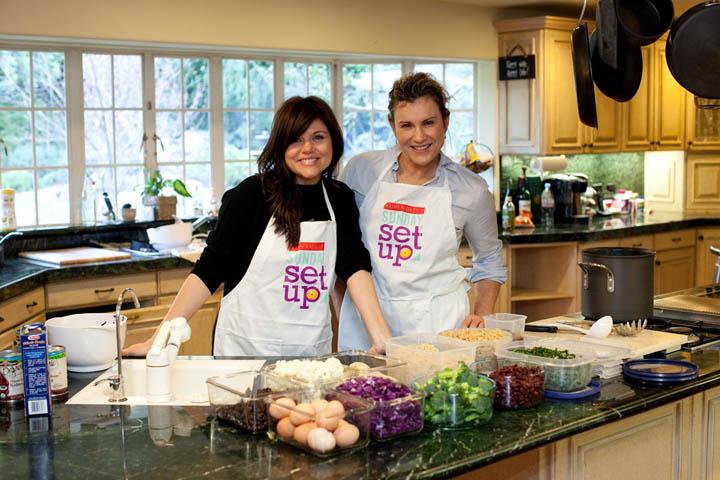 Kathy Kaehler with Tiffani Thiessen doing a Sunday Set-Up