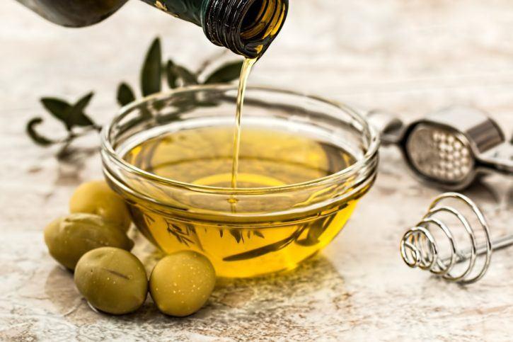 Olive oil - spring cleaning hacks